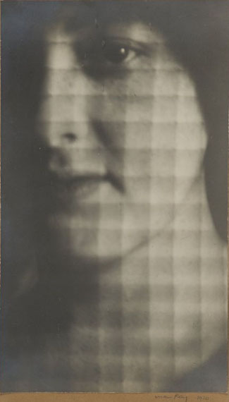 Lot 306Man RayPortrait of Lily Butler 1920vintage silver print9,4x5,5 in€ 13.000/15.000
