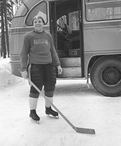 Boris Smirnov. Captain of «Nashi» hockey team, Yuri Gagarin, 1963