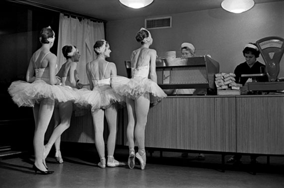 Evgeny Umnov. Swans. USSR Bolshoi Theatre artists in the Kremlin Palace, 1963