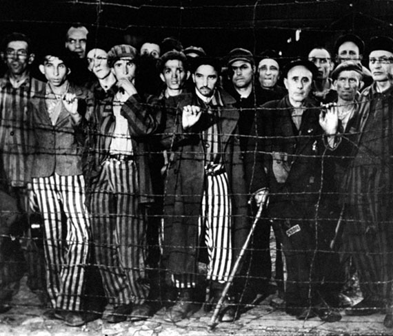 Margaret Bourke-White. Living dead at Buchenwald, 1945