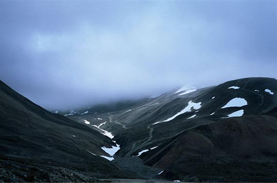 """© Ulrike Ottinger """"Auch die Berge haben sich in Wale verwandelt. Chamissos Schatten"""" / Courtesy Johanna Breede PHOTOKUNST"""