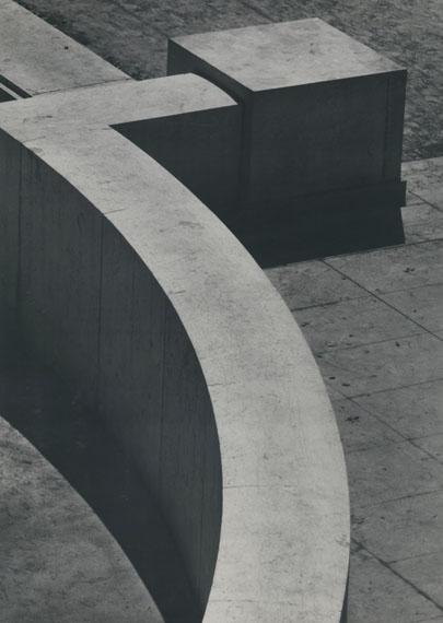 OTTO STEINERT: Kubische Kurve, 1949Vintage Silbergelatineabzug / Vintage silver print, 39,8 x 28,1 cm© Courtesy Galerie Johannes Faber