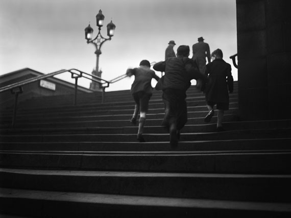 René Groebli, Children on stairs, (no. 1226), London, 1949