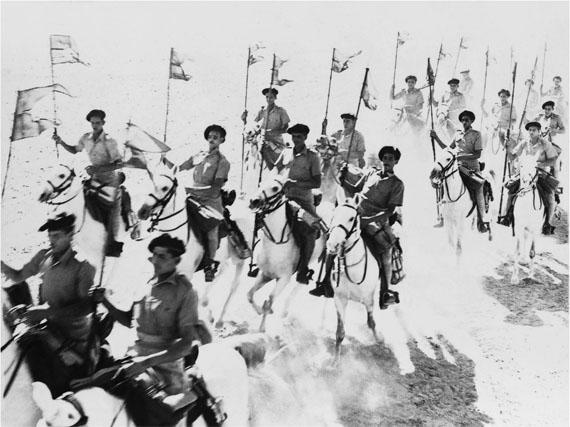 René Groebli, Egyptian cavalry (no. 614), Jordan, 1952Silver Gelatine Print, 40 x 50 cm, Edition 1 von 7 & 2AP