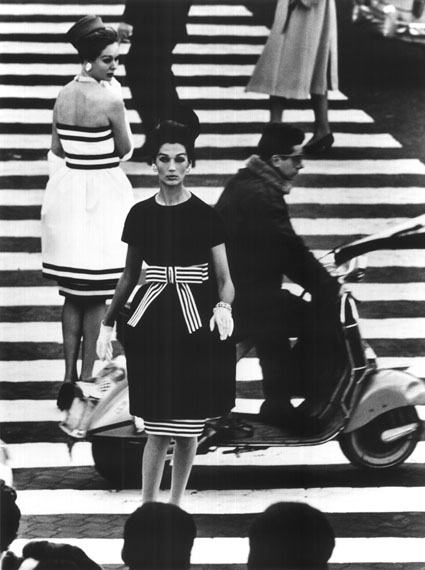 William Klein: Piazza di Spagna, Rome, April 1960 © William Klein