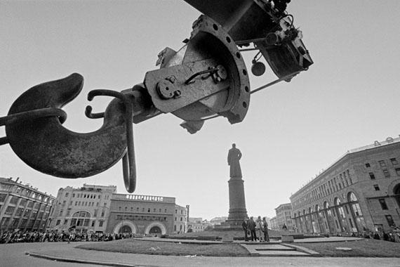 Vladimir Filonov. Lubyanka. Before the abolishment of the monument to Dzerzhinsky, August 1991