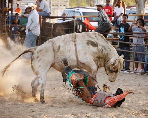 Andrea Robbins/Max Becher, Black Cowboys: Rider III, Laday's Arena, Lovelady, Texas (USA), 2008-2016. © Andrea Robbins and Max Becher