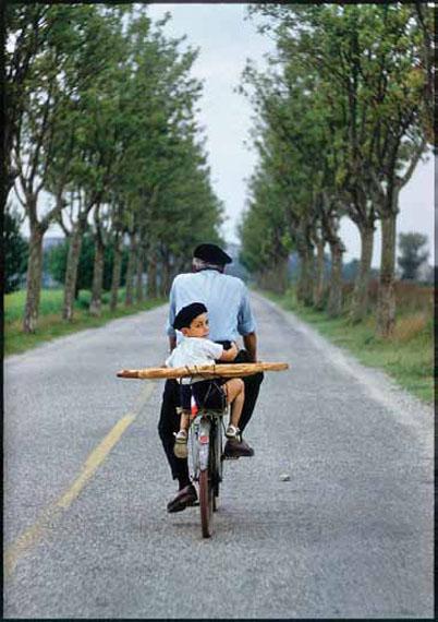 ELLIOTT ERWITTFRANCE, Provence, 1955© Elliott Erwitt / MAGNUM PHOTOS