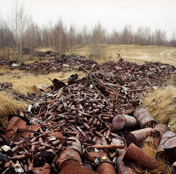 Deutschland (Ost), Lieberose, Munitionsreste auf einem sowjetischen Truppenübungsplatz, Lieberose 1998© Martin Roemers