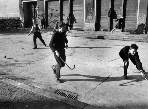 Beim Hockeyspiel, Ostberlin, 1963© bpk, Kunstbibliothek, SMB, Bernard Larsson
