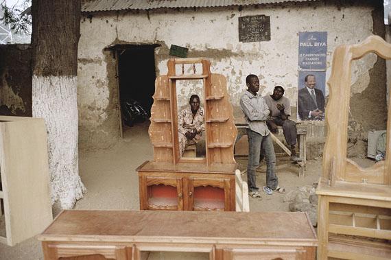 Arbeiter und Präsident, Kamerun 2012Archival pigment print, 30 x 40 cm© Andréas Lang