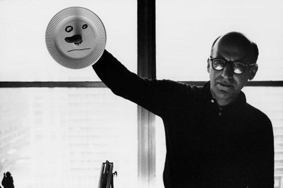 """© stefan moses, """"Saul Steinberg"""", KÜNSTLER MACHEN MASKEN, New York 1962Courtesy Johanna Breede PHOTOKUNST"""