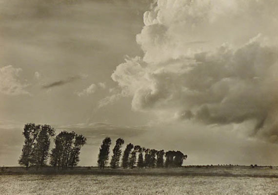 Max Baur. Vor dem Gewitter, 1930er JahreVintage Silbergelatineabzug26,7 × 37,8 cm© Nachlass Max Baur / Sammlung M.-L. Surek-Becker