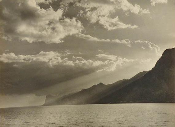 Max Baur. Abend am Gardasee, 1930er JahreVintage Silbergelatineabzug28,7 x 38,7 cm© Nachlass Max Baur / Sammlung M.-L. Surek-Becker