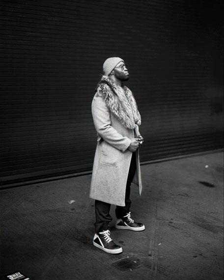 9:24 from the series Manhattan Sunday© Richard Renaldi, courtesy Robert Morat Galerie