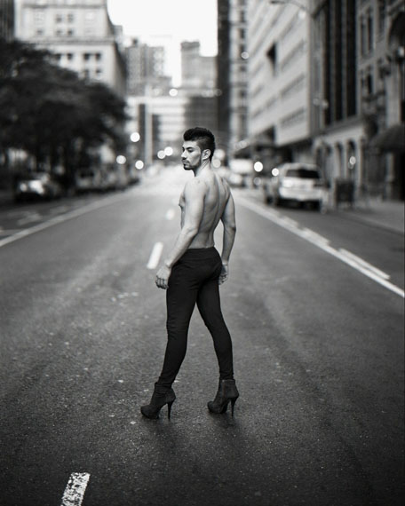 6:50 from the series Manhattan Sunday© Richard Renaldi, courtesy Robert Morat Galerie