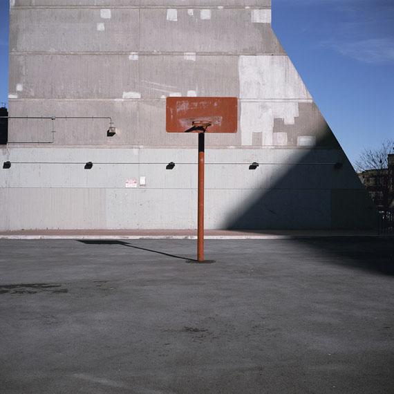 MORRISANIA AIR RIGHTS, BRONX (Thirtyfour Basketball Courts), 2011© Charles Johnstone / Courtesy Jörg Maaß Kunsthandel