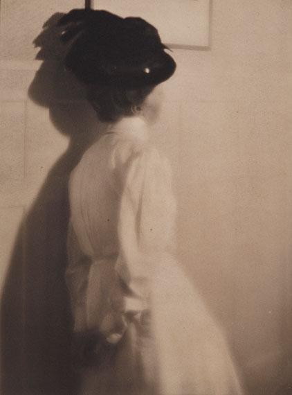 Heinrich Kühn: Mary Warner mit schwarzem Hut, vor 1911 Gummidruck© Museum Folkwang, Essen