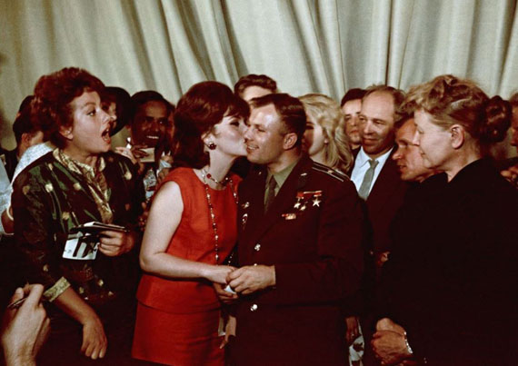 Yakov Khalip. A celebrity kiss. Yuri Gagarin and Gina Lollobrigida, 1961