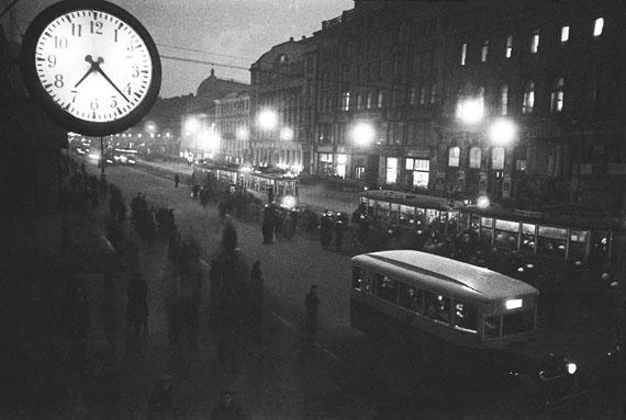 Yakov Khalip. Nevsky Prospect at night, Leningrad, 1936