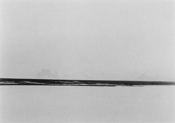 © Jens Knigge: 'Stokksnes', Platin-Palladium-Print auf Arches Papier 2016 / Courtesy Johanna Breede PHOTOKUNST