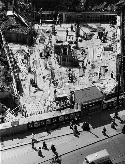 Peter Keetman: Baustelle Marienplatz, Muünchen 1954. In: Das Deutsche Lichtbild 1956© Stiftung F.C. Gundlach