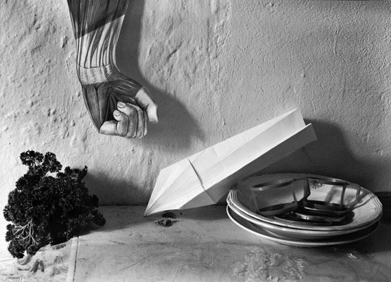 Manfred Paul, Teller mit Flugzeug, série Stillleben, 1985courtesy Collection Regard, Galerie Binome