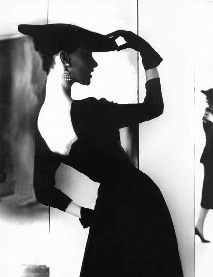 BARBARA MULLEN, NEW YORK, c. 1958© Lillian Bassman Estate/Courtesy of Edwynn Houk Gallery, New York & Zurich