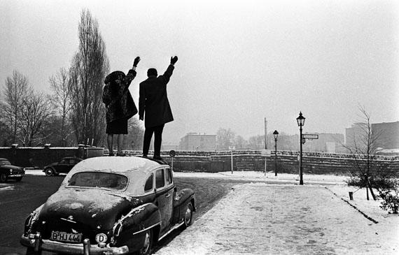 Noël à Berlin, 1961, © Léon Herschtritt / LA COLLECTION, service presse , Courtesy Galerie Esther Woerdehoff