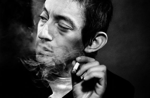 Léon Herschtritt, Serge Gainsbourg, circa 1969, Gelatin silver print by Philippe Salaün, 50 x 60 cm, edition of 25, © Léon Herschtritt / LA COLLECTION, service presse , Courtesy Galerie Esther Woerdehoff