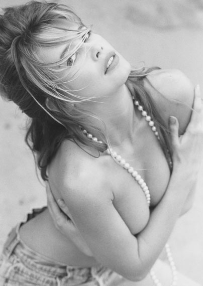 Claudia Schiffer (A), Malibu, 1990© Herb Ritts Foundation, Courtesy of Hamiltons Gallery