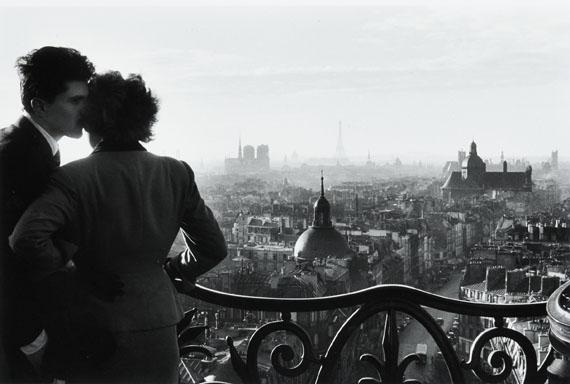 Lot 37Willy RonisLes amoureux de la BastilleParis, 1957Gelatin silver print (c. 2000)