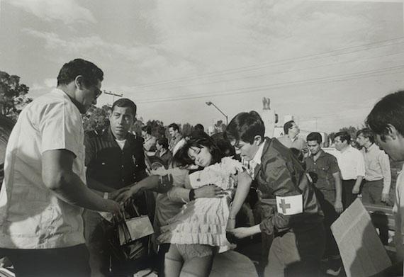 Highway to Queretaro, September 1969 © Enrique Metinides. Courtesy Michael Hoppen Gallery