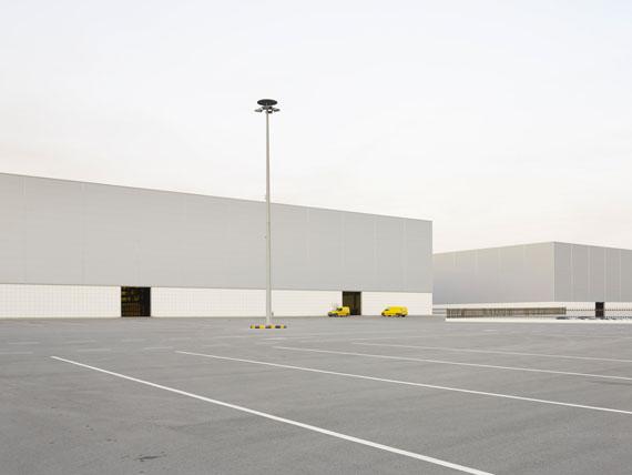 "Henrik Spohker: ""Lagerhalle in Vilarreal Spanien"" aus der Serie ""In Between"""