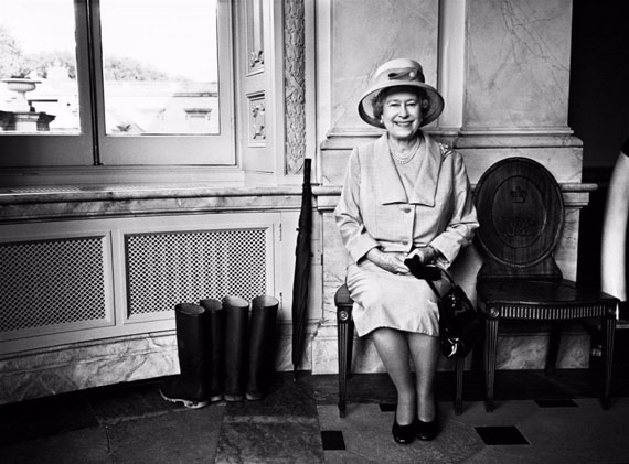 HM The Queen, Buckingham Palace, 2008 © BRYAN ADAMS
