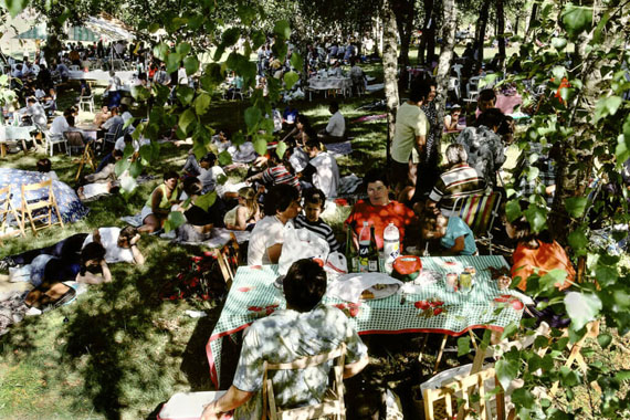 Spain, Extremadura. The Picnic, 1998. © Harry Gruyaert. Magnum Photos | David Hurn's Swaps