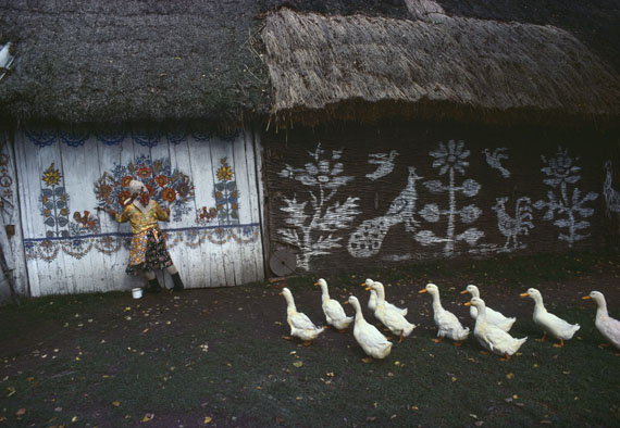 Folk Art in Zalipie, near Tarnów, Poland.1976 © Bruno Barbey / Magnum Photos