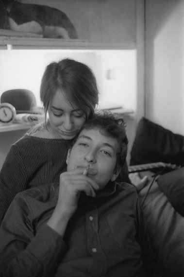 Bob Dylan and Suze Rotolo in their New York City apartment, 161 W 4th St., 1961 © Ted Russell