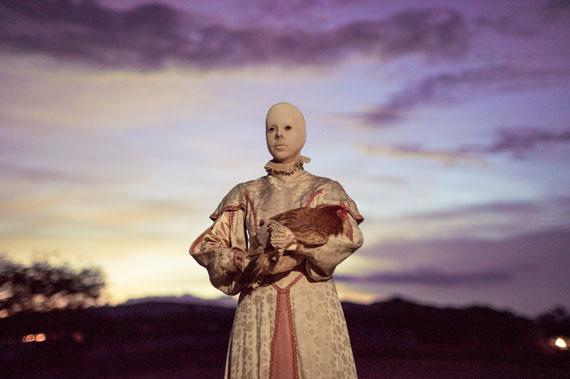 Floria González, The day I killed a chicken de la serie Postpartum, s/f