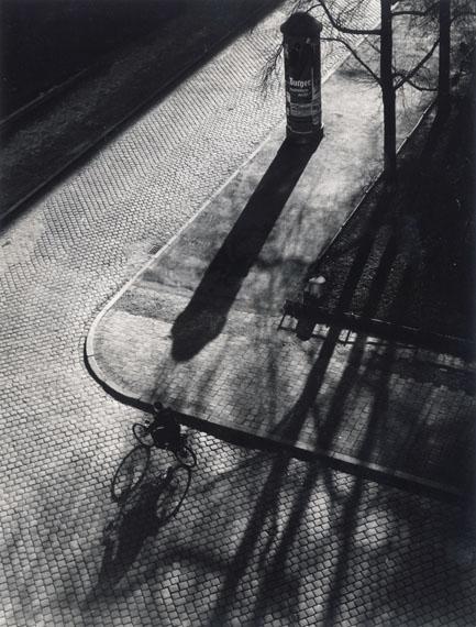 """© Herbert List, """"Blick aus einer Schwabinger Küche"""", München, 1948"""