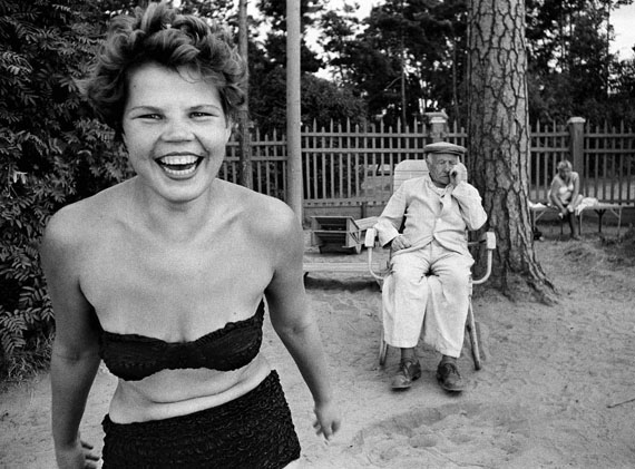 Bikini, Moscova river's beach, 1959 © William Klein