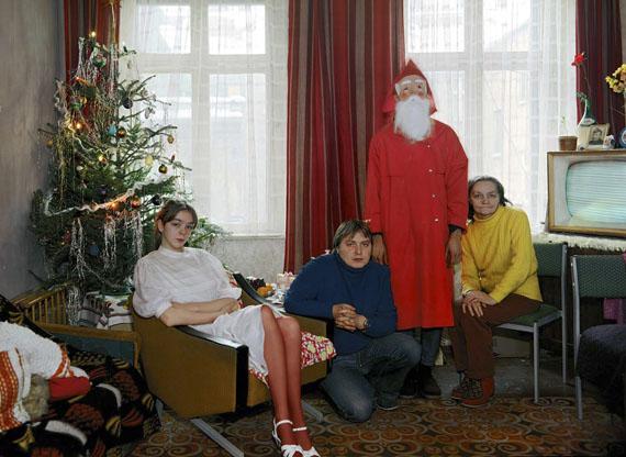 Frau Schulz mit drei ihrer 14 Kinder, Weihnachten 1986 © Harf Zimmermann