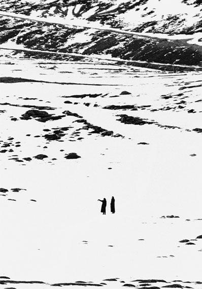 Kåre Kivijärvi, Nonner i sne (Nuns in the snow) 1965 Vintage silk print 42 x 30 cm
