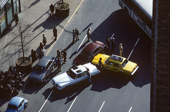 Accident on Broadway, NY, 1979, 47 x 65 cm, Edition 5 & 2 AP, Archival Pigment Print © Willy Spiller