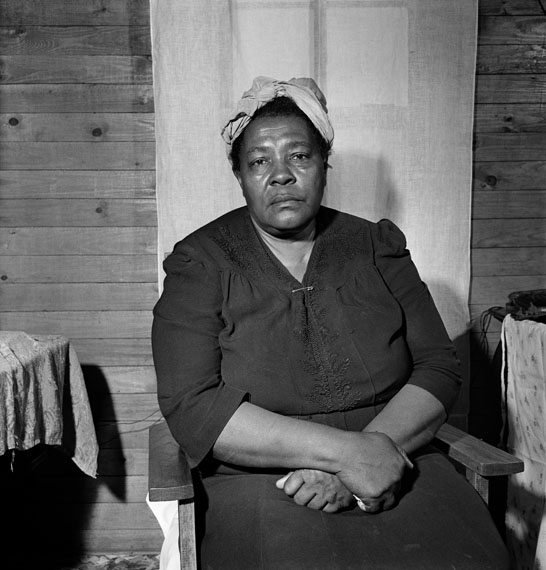SAM SHAW: Mrs. Banks, Farmpächterin, Missouri 1943 © Sam Shaw Inc. - www.shawfamilyarchives.com