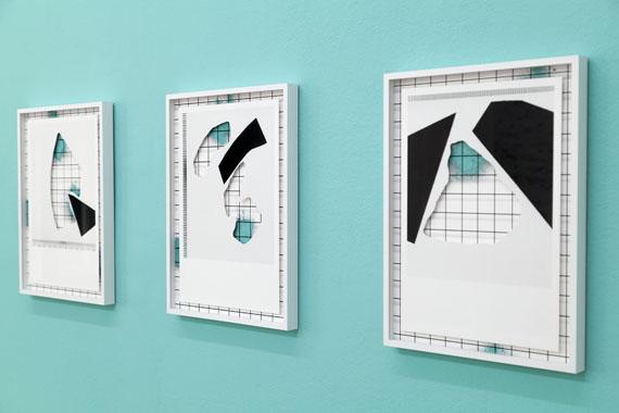 """Samuel HenneInstallationsansicht """"displacements"""", Kunstverein Hildesheimgerahmte Cut-Outs und Fine Art Prints, Wandfarbe, 2016"""