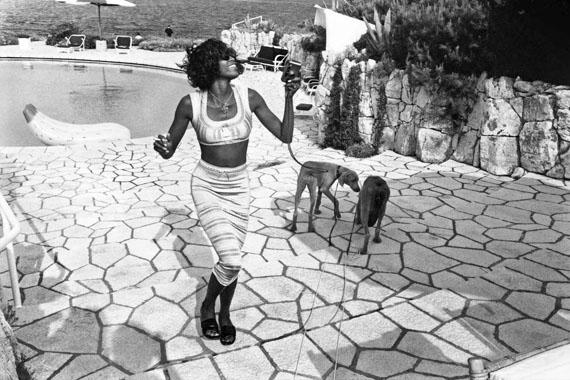 Jean PigozziNaomi Campbell with Mick and Bono (the dogs)Antibes, 1993, © Jean Pigozzi