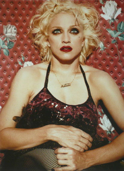 Lot 201BETTINA RHEIMS (* 1952)»Madonna sitting on the floor and holding her dress«, New York 1994Archival pigment print, printed in 200437,2 x 27,1 cm€ 2.000 / € 3.500–4.000