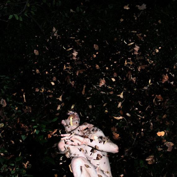 Sascha WeidnerLeave me II, 2010Digitaler Pigmentdruck, 40 × 40 cmSprengel Museum Hannover, Schenkung Ole A. H. Truderung© The Estate of Artist Sascha Weidner