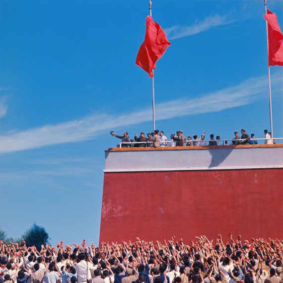 Weng Naiqiang: Chairman Mao on Tian An Men, 1966, C-Print (2017), 100 x 100 cm © Weng Naiqiang